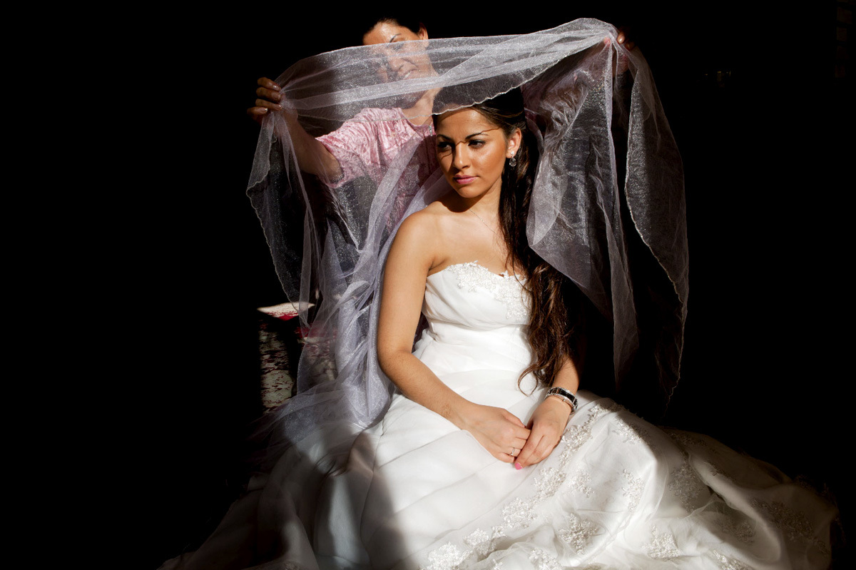 Soheila prepares for her wedding. She was born in Kurdistan, but grew up in Norway. Soheila has never been to Iran, but hope that she can visit her family there one day.