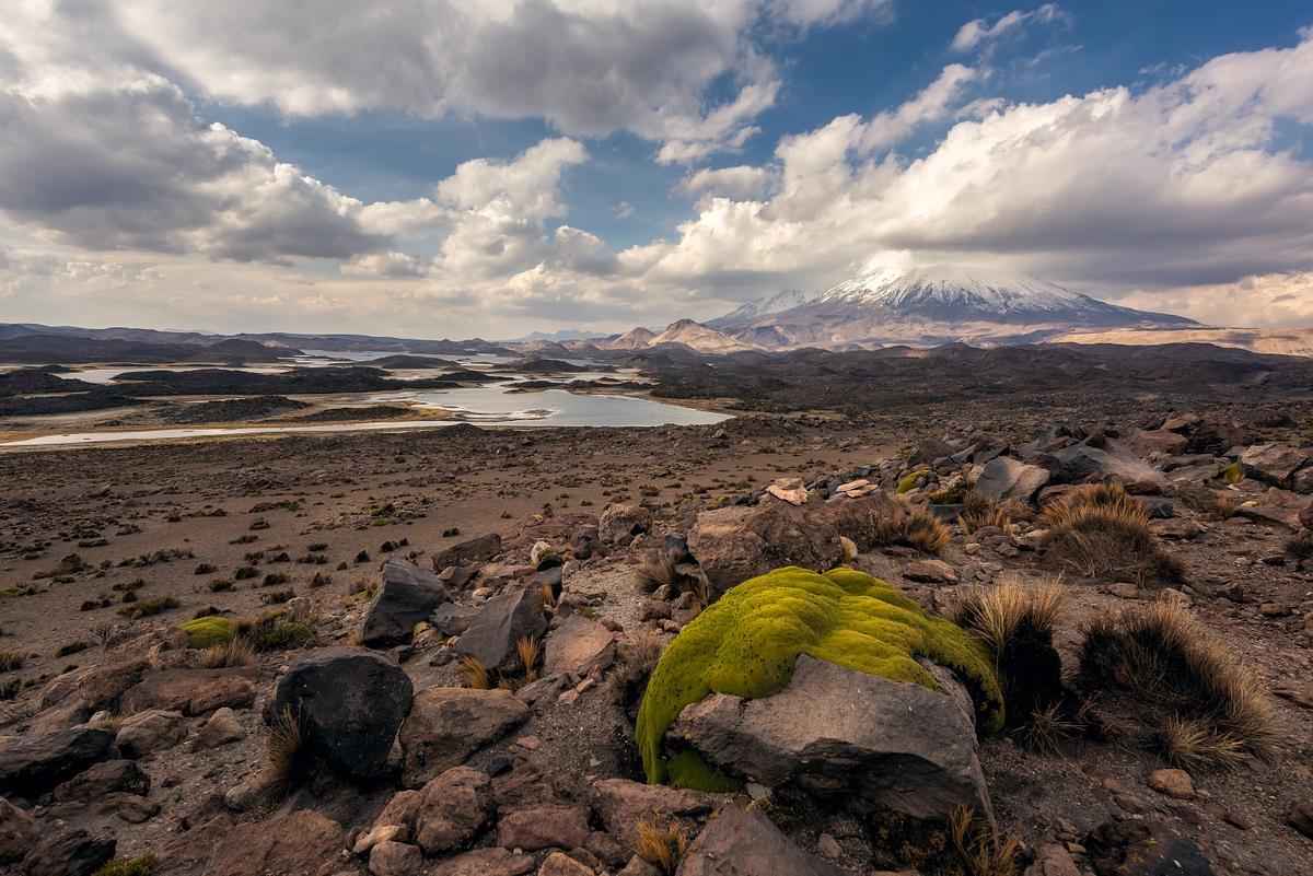Lagunas Cotacotani y volcán Parinacota