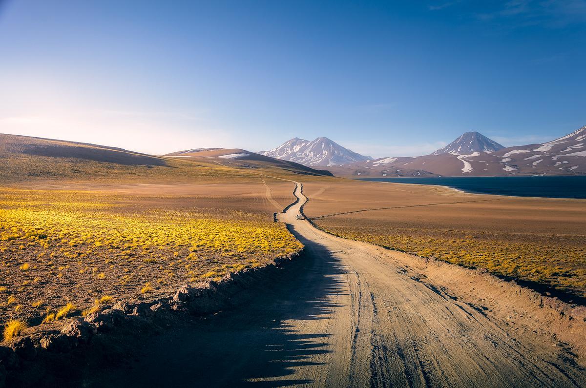 Caminos entre montañas