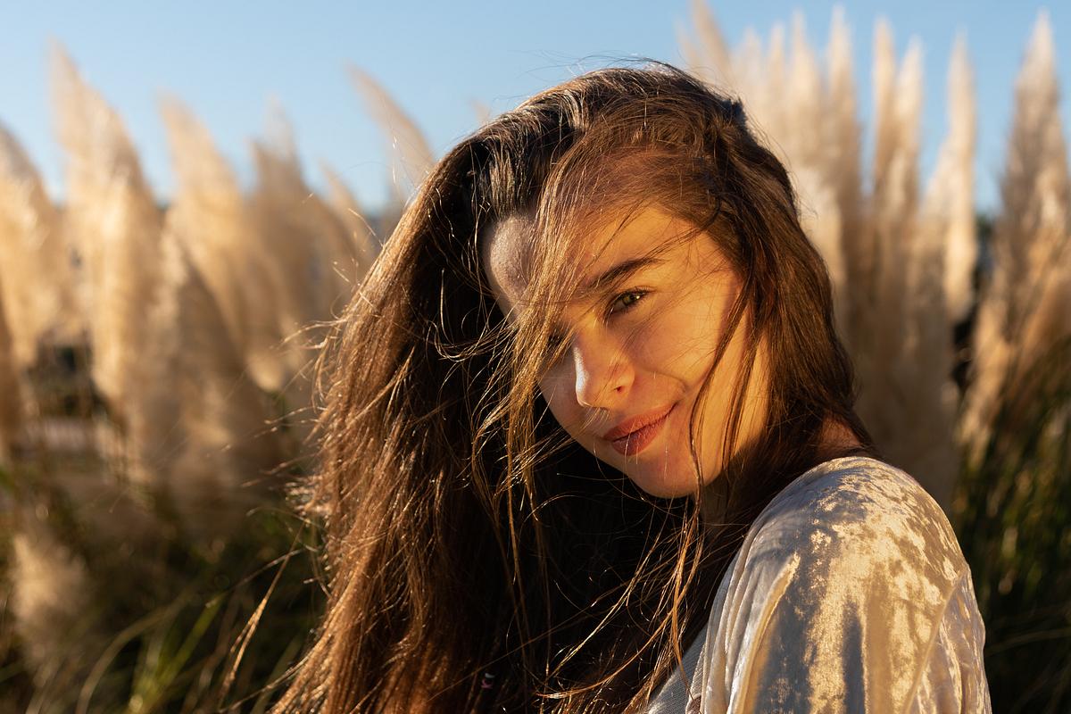 Golden beauty II. Portrait session at Parc de la Mar. Palma de Mallorca. Balearic Islands