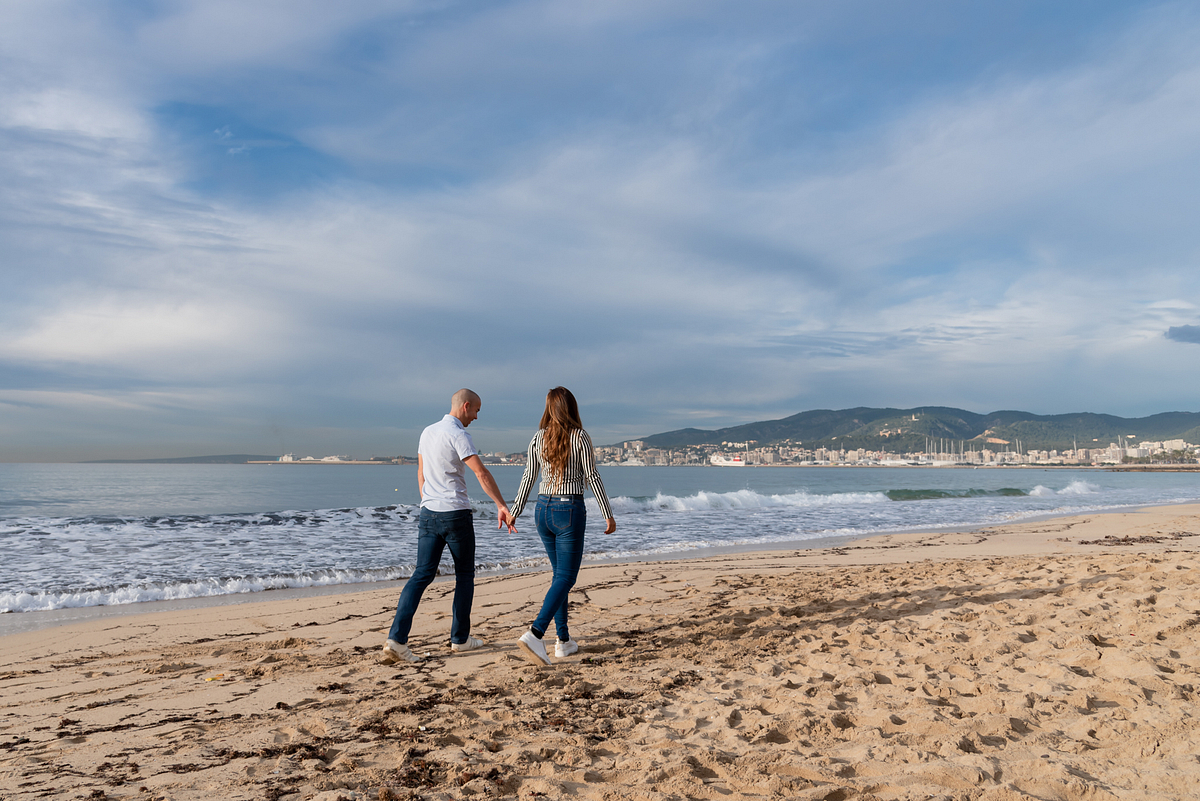 Together. Couple Photoshoot at the beach. Palma de Mallorca