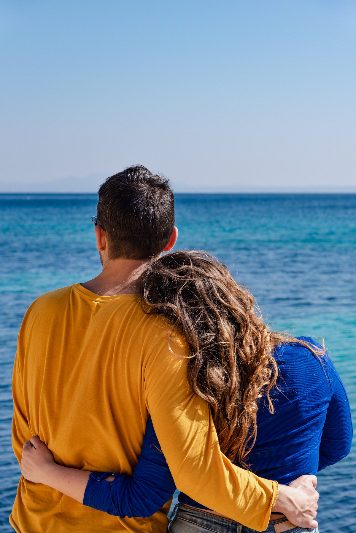 Colourful Love. Couple Photoshoot at the beach. Portal Vells, Calvia, Mallorca