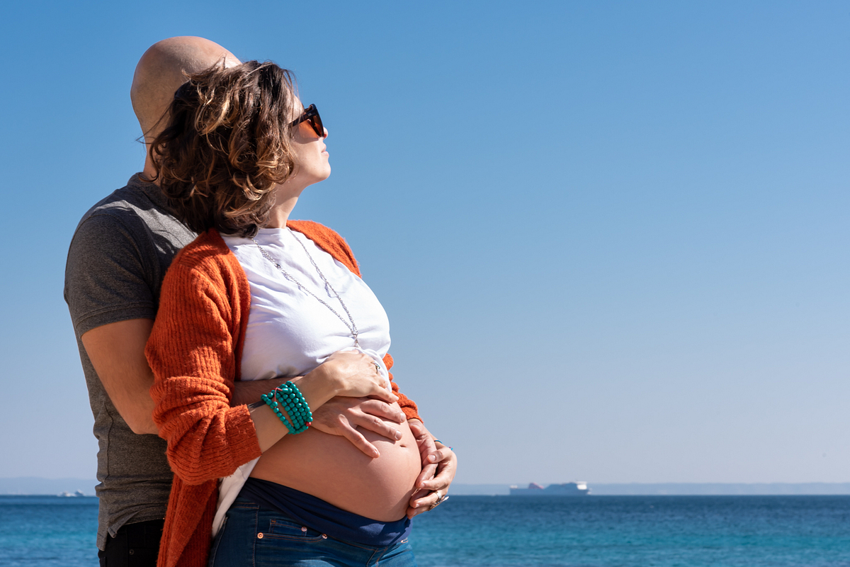 Sea, Sun and Son. Couple and Pregnancy Photoshoot at the beach. Portal Vells, Calvia, Mallorca