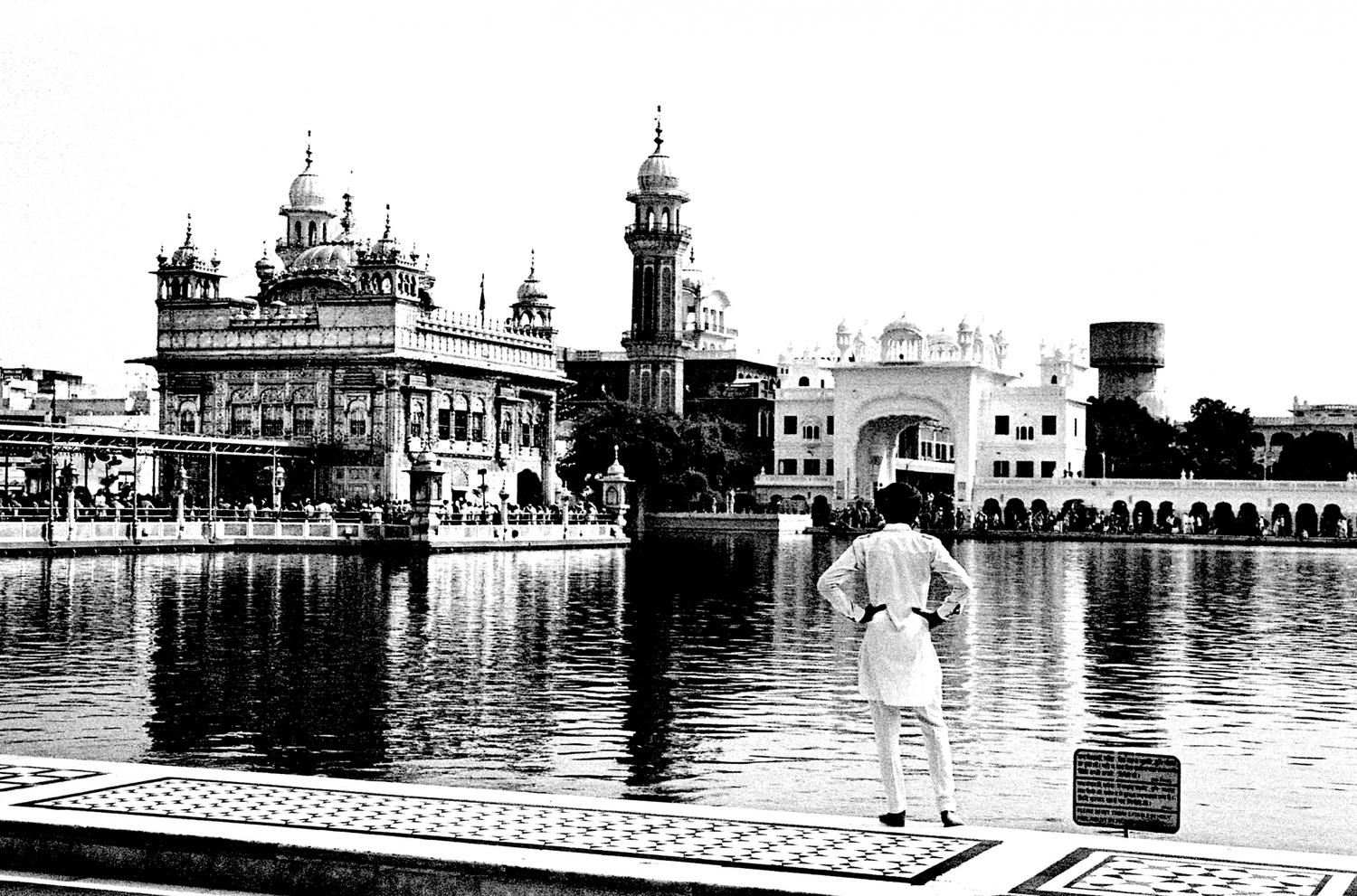 Young Boy at the Golden Temple, Amritsar 2016   Edition 2 of 5
