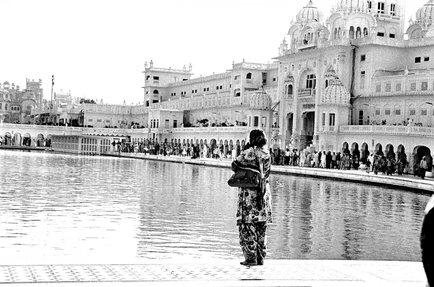 Lady at the Golden Temple, Amritsar 2016   Edition 1 of 2