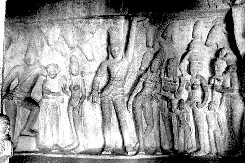 Krishna lifting Govardhan, Mahabalipuram 2020   Edition 1 of 2