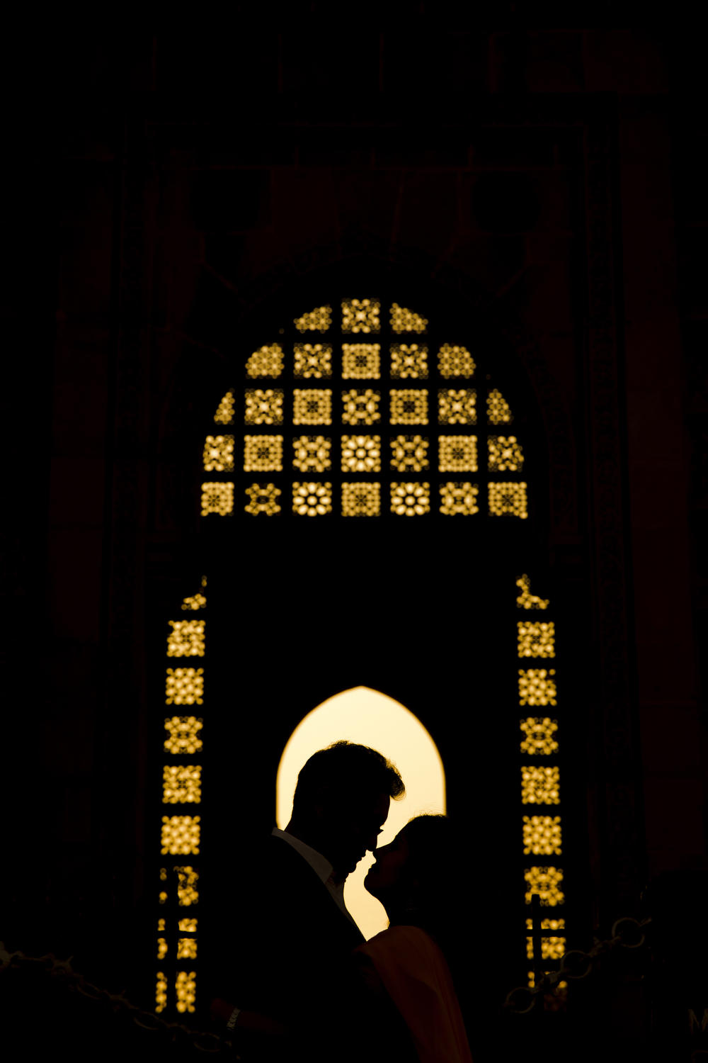 Silhouette couple portrait at Taj Mahal architecture