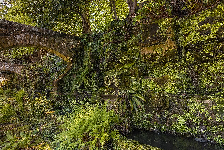 Green walls, Hever Castle, Kent
