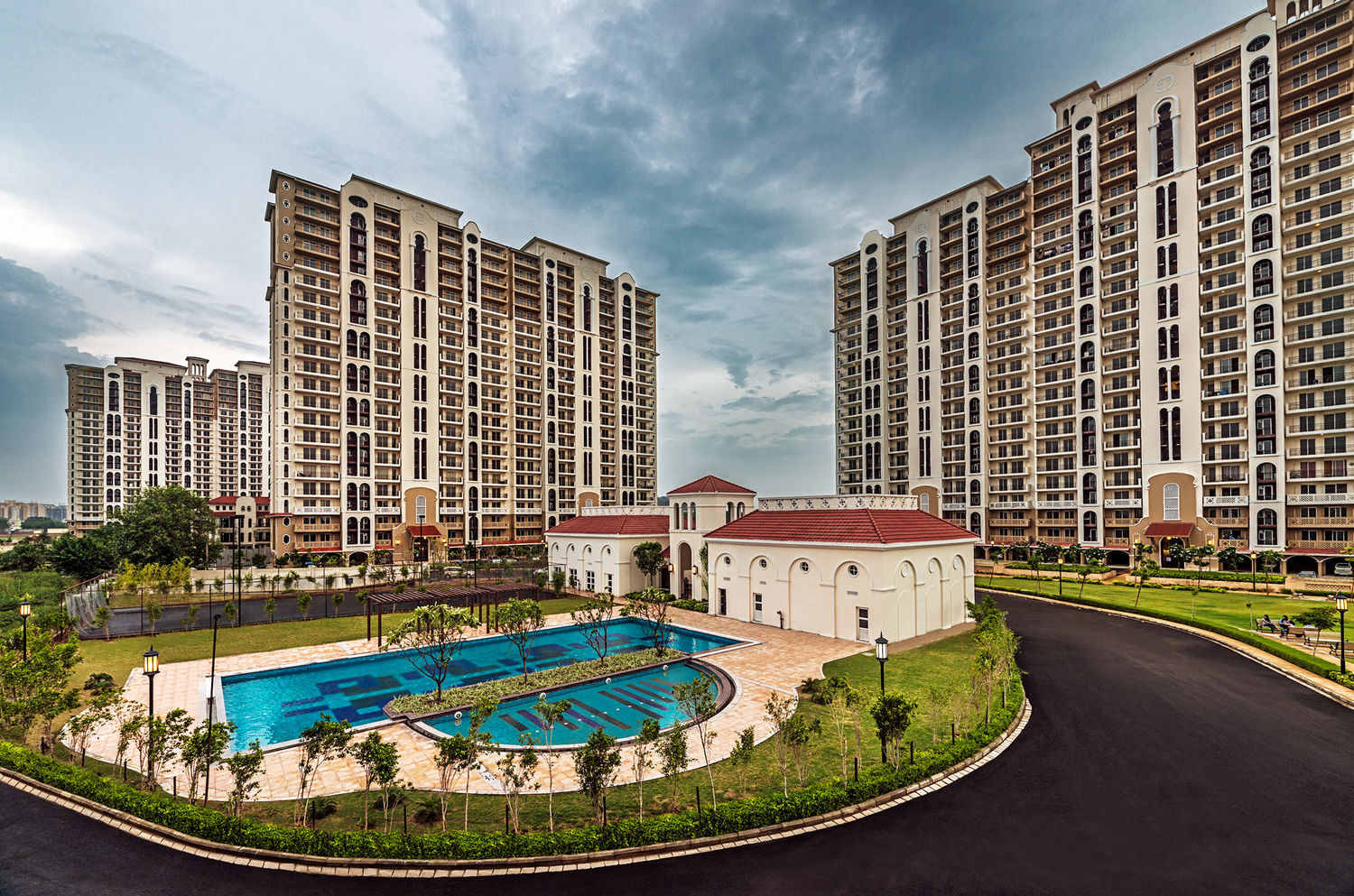 DLF New Town Heights