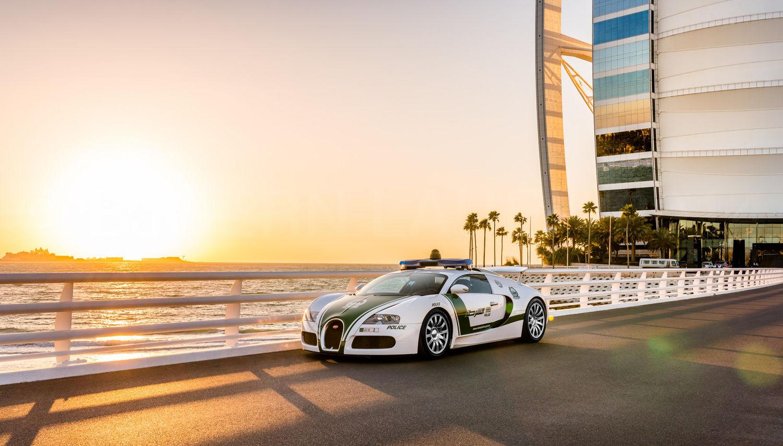 Dubai Police - Bugatti Veyron - Burj Al Arab / Dubai