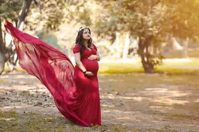 How many weeks should you do a maternity shoot?