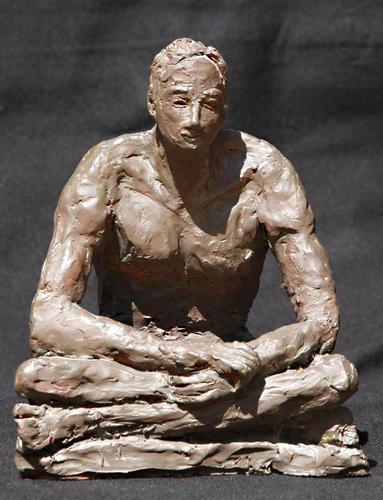 Mann sitzend, 1996, Ton bemalt, 21 x 13 x 25