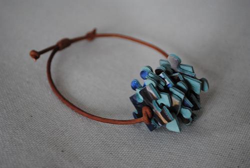 Puzzle & leather bracelet, € 25,00