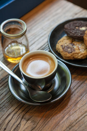 Sumerian cafe cappuccino with cookies