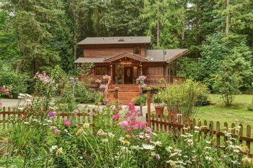 ISSAQUAH CUSTOM LINDAL CEDAR HOME