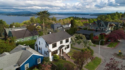 DUTCH COLONIAL IN LESCHI - SOLD