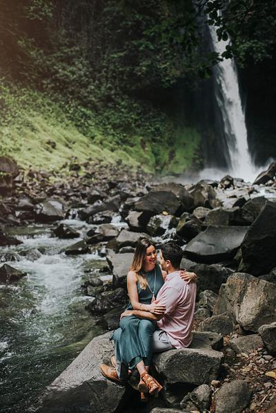 Jessica & Cristobal, Waterfall Engagement Photographer Costa Rica
