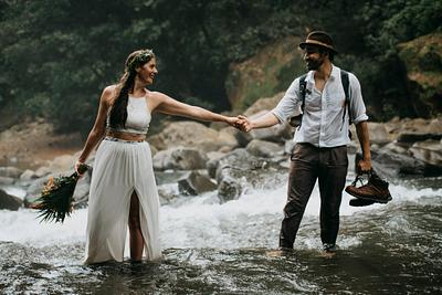 Laura & Matthew. Waterfall Elopement Costa Rica