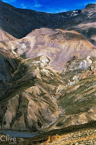 A typical panorama of multi-hued hills found in the Ladakhi region.