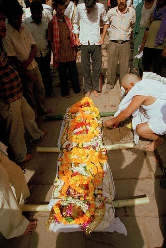A body of a loved one is prepared for cremation before being moved to the Manikarnika Ghat in Varanasi, Uttar Pradesh.