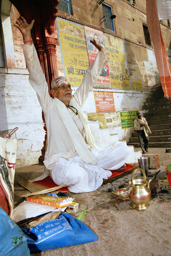 Devotee performing a puja. Varanasi, Uttar Pradesh.