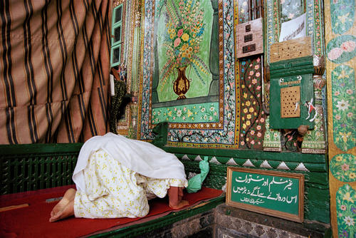 Woman praying outside the Khangar Shah Hamdan Mosque, Srinagar, Kashmir.