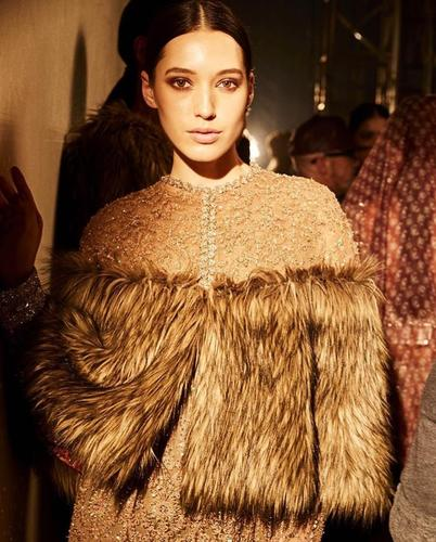 Auraa Model Alina Walks for SABYASACHI