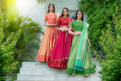 Auraa Models Ravilla Nathalya & Anna s for Kalanjali