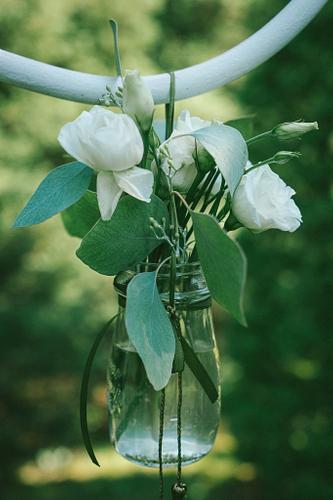 Kāzu dekorācijas ziedi burciņā