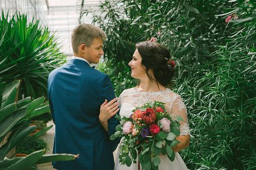 Līgava un līgavainis Salaspils Botāniskā dārza Oranžērijā