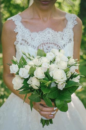 Baltu rožu līgavas pušķis