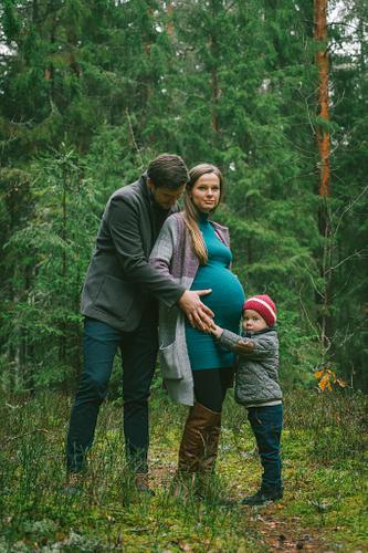 Gaidību fotosesija kopā ar bērnu rudenīgā mežā