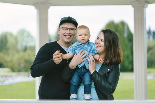 Jaunie vecāki ar dēlu