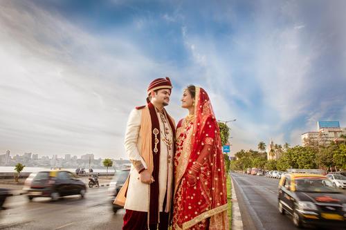 Singapore based destination wedding newly wed couple portrait with Mumbai skyline