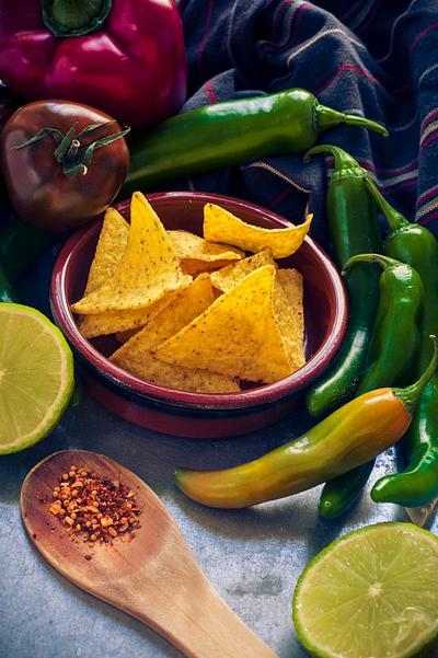 Chili, pepper, tomatos and nachos