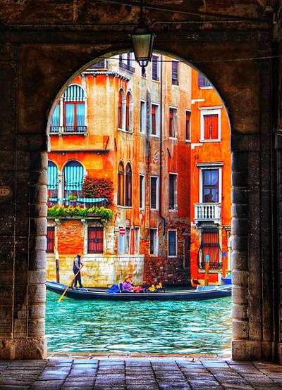 Gondola in the Arch, Venice