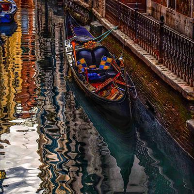Gondola, Radiant Color