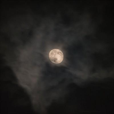 Muutama vinkki astrokuvaukseen,  osa 1: kuun valokuvaus