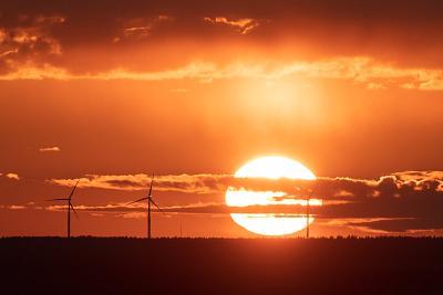 Vuoden 2020 kuvia: pari suota, tuulimyllyt ja laskeva aurinko