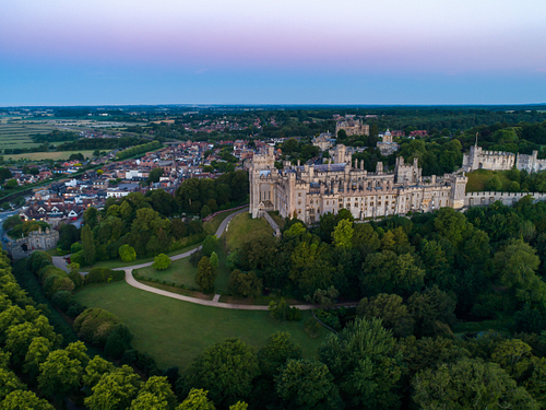 Aerial photo of Arundel Castle and town