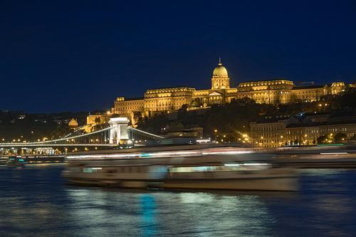 Chain Bridge and Buda Castle at night