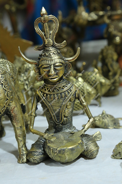 dhokra craft : tribal man playing drum