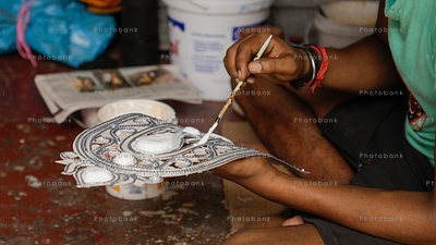 Artist making idols