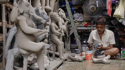 Artist making beautiful idols