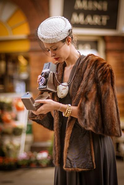 Viviana Baptista with Vintage Modes