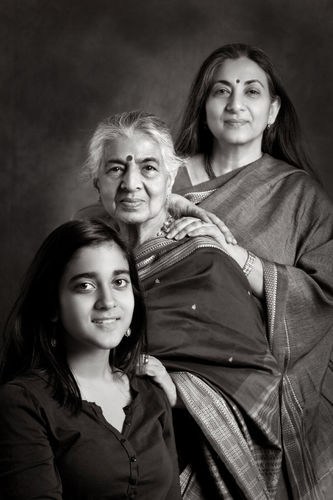 Kavita Sarin, her daughter, Riya and Mom, Rukmani.