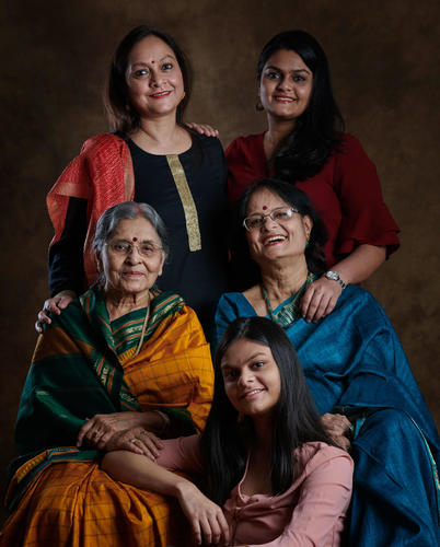 Mothers & Daughters ... Rajshri Sen with her Mom, Chhandita Warkare ... her Mom-in-law, Suchitra Sen ... and her daughters, Radhika and Aditi Sen ...