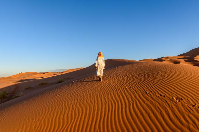 HUELLAS EN EL SAHARA