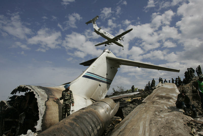 A United Nations plane prepare to land at the runway at Goma airport,Wednesday, April 16, 2008 with the wreckage od a Congolese jetliner lying bellow.