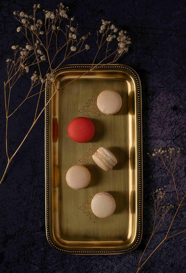 Title: The royal macrons